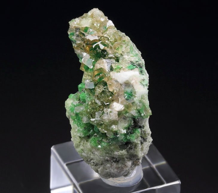 gem GARNET var. GROSSULAR with GREEN CHROMIAN PHANTOMS
